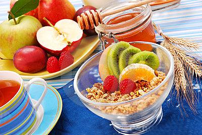 muesli-con-la-frutta-fresca-come-prima-colazione-di-dieta-thumb11123641